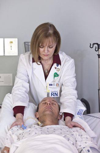 Kimberly Gray gibt Reiki im Tampa General Hospital