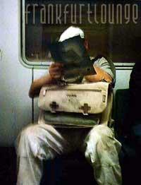 Mann in Bahn