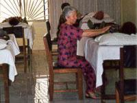 Ursula bei einer Behandlung in Nigeria